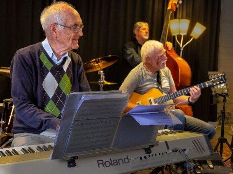 Konsert: Finn Eng (fra venstre) og Bjørn Ramstad har med seg blant andre Nils Torgersen på bass lørdag.
