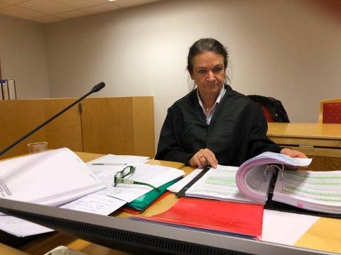 FORSVARER: Kvinnens forsvarer Jannike Kotai i Halden Tingrett.