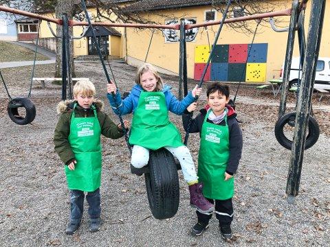 GJENVINNING: Andreklassingene Trym Tran Farmann (fra venstre), Alicia Pedersen og Tobias Hansen vet hvor viktig det er å kildesortere.