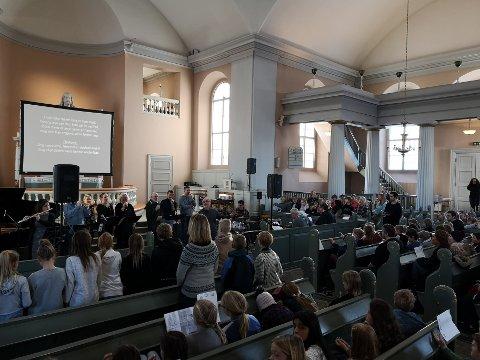 VINTERSANGFEST: Vintersangfest ble arrangert i Immanuels kirke fredag 8. februar. Alle Halden-skolene, utenom Låby og Os skole, deltok.