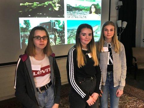 HJELPER TIL: Madelen, Enea og Amelie er elever ved Strupe ungdomsskole, og hjalp til under gårsdagens Språkkafé på Halden frivilligsentral.