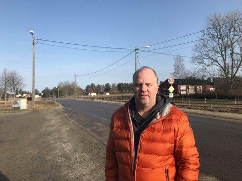 FRUSTRERT: Roberg Svanberg i Aremark IF er frustret etter at grusbanen nok en gang er blitt utsatt for hærverk.