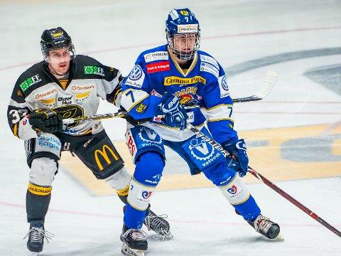 DEBUT: Sondre Ahlsen debuterte i eliteserien for Sparta tirsdag kveld. Her i duell med Stavanger-spiller Stephan Vigier.