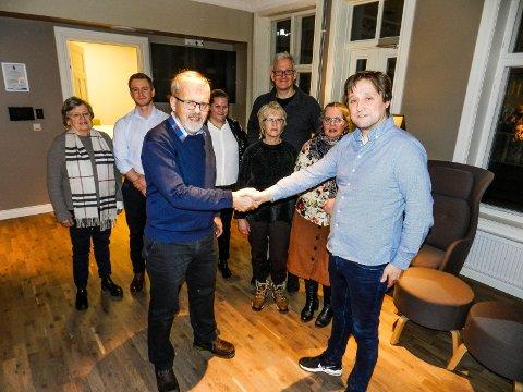 HJERTENS ENIGE: I front sees Dagfinn Stærk (tv) og Lars Pedersen Due. Bak fra venstre: Inger Haugene, Yngve T. Milde, Ingrid Anker-Rasch Strøm, Joakim Karlsen, Vibeke Julsrud og Ann Kristin Samuelsen.