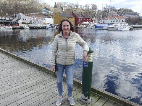 Bruker byen:Tove Kristin Fager er flink til å bruke hjembyen sin.-Det gjelder såvel kulturlivet som sjøen og naturen rundt den flotte byen vår, sier den livsglade dama som fylte 50 år i går. bruker byen:foto: tille andreassen Bildetekst