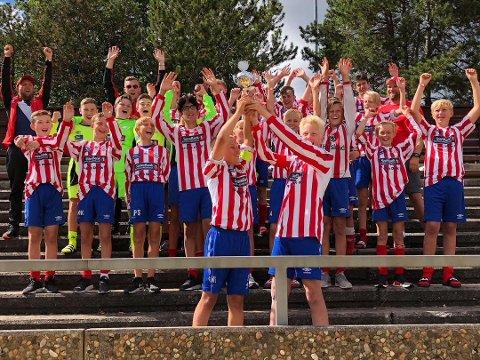 NORWAY CUP: 2005-årgangen til Kvik Halden skal være med på verdens største fotballturnering denne sommeren. Rune Grimstad (bak til høyre) gleder seg til å oppleve Norway Cup igjen.