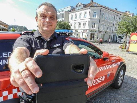 SLUTT: Fungerende brannsjef I Halden, Rune Otto Nilsen ber folk slutte å filme og ta bilder når nødetatene er ute på oppdrag. Publikum hindrer dem i det livreddende arbeidet.