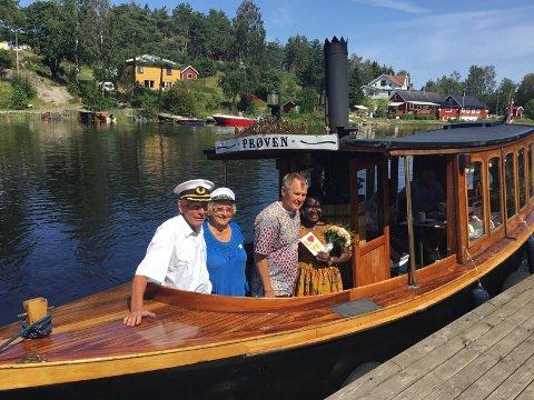 NYGIFTE: Kaptein Per Lervik og kona Edel Lervik sammen med nygifte Charlie Malmgren og Sabina Nabasirye.