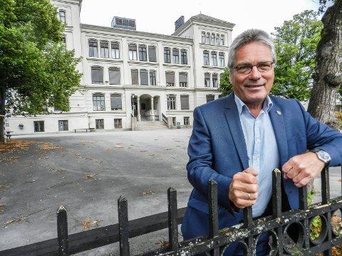 VIL BEVARE: Den flotte bygningen Rødsberg ungdomsskole holder til i vil ikke Høyre og ordfører Thor Edquist rive.