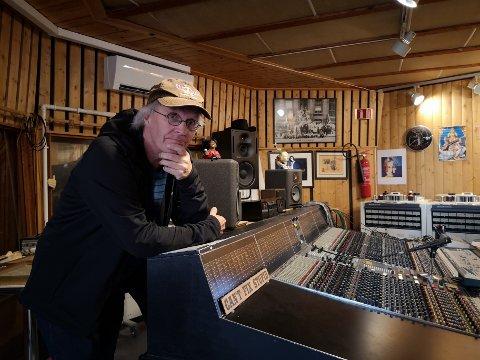 12 ALBUM: Thorkil H. Lindskog står bak prosjektet «Jul i Halden» og holder nå på med det 12. albumet. Innspillingen skjer på Athletic Sound.