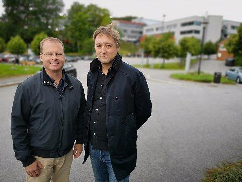 OPPFORDRER: Høyres Roar Lund (tv) og Arbeiderpartiets Lars Pedersen Due håper lokale bedrifter rasker på og søker om penger.