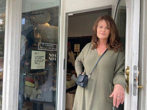 FORNØYD: Susanne Gjerlaugsen driver Alle Tiders i gågata. Hun er glad for at 2020 ser ut til å bli et godt år for nisjebutikken, på tross av koronapandemien.