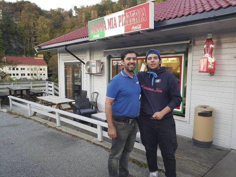 Saied Besha Ali (t.v.) driver Mamma Mia pizzeria sammen med blant andre hans sønn Aland Besha Ali.