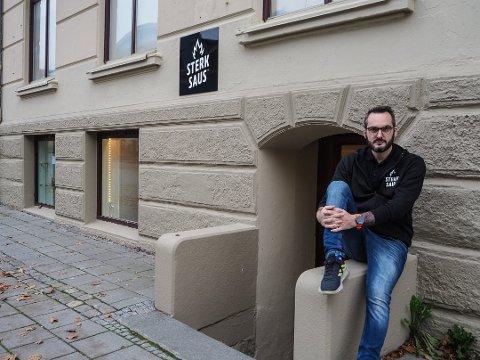 Asle Schau-Hvatum er gründer og leder av nisjebedriften Sterk Saus. De åpner nye lokaler i gågata lørdag.