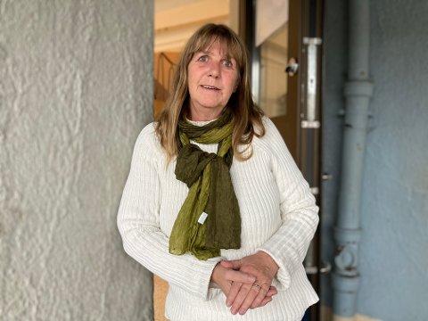 FORKLARER: Rektor ved Os skole, Siv Grete Stamnes, forklarer hvorfor hun mener det har vært flere krevende år for Os skole.