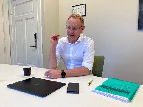 MINDRE PENGER: Kommunedirektør Roar Vevelstad presenterer et budsjettforslag for 2021 som er stramt.