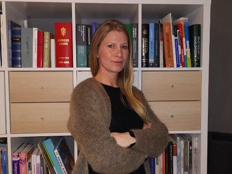HJELP: Student ved HiØ, Line Marlene Helberg Young, er bekymret for om hun må ta to år til på skolebenken.