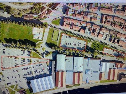 UTILGJENGELIG: Søndag 6. desember blir det ikke mulig å parkere innenfor de røde områdene på kartet fordi Halden-firmaet Nitral skal installere kameraer på parkeringsplassene  på oppdrag fra Tista senterets eiere.