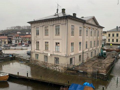 Det dreneres rundt Kongegården, men innvendig er det fortsatt et godt stykke arbeid igjen før bygningen kan brukes igjen på alle plan.