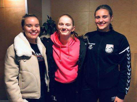 SKOLE OG HÅNDBALL: Sofie Wold (tv), Sara Eline Lauritzen, Synnøve Lind Edvardsen skal alle kombinere håndballsatsing med videregående skole til høsten.