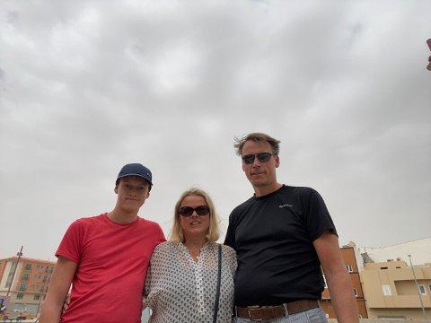 Erik Hagen, Line Holme og sønnen Christoffer (15) fikk en trist avslutning på ferien. (Privat bilde)