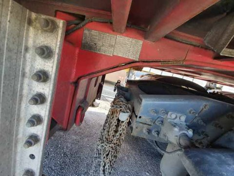 SPREKKER: Et overlastet vogntog med store sprekker i flere bærende konstruksjoner ble stoppet på Svinesund onsdag kveld.