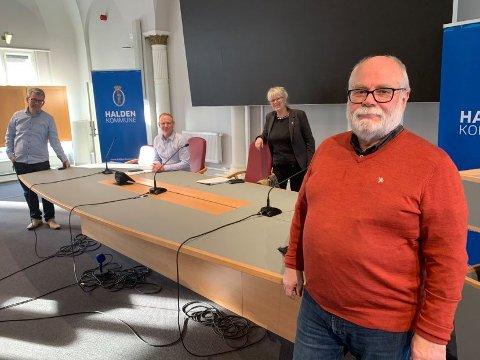 VAKSINERING: Kommuneoverlege Halvard Bø (i front) utelukker ikke at kommunen inngår vaksinesamarbeid med apotekene ut over våren når massevaksineringen starter. Arkiv.