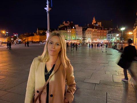 Polske Dominika Kaźmierczak jobbet som frokostservitør på Thon Hotell da koronautbruddet kom. Nesten seks uker etterpå har hun fortsatt ikke fått dagpenger.