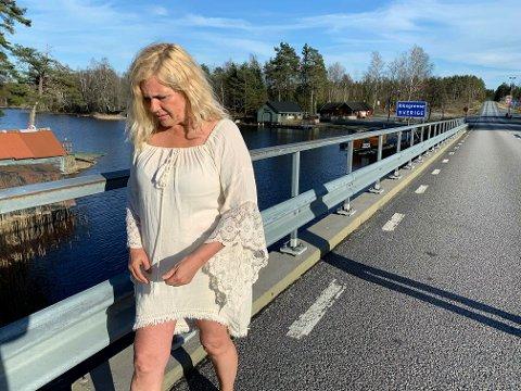 FORTVILET: Belinda Kilcline Abbott hadde sagt opp sin faste stilling på apoteket på Svinesundparken for å satse for fullt på turisme på Kornsjø. Koronakrisen stikker nå kjepper i hjulene for ildsjelen.