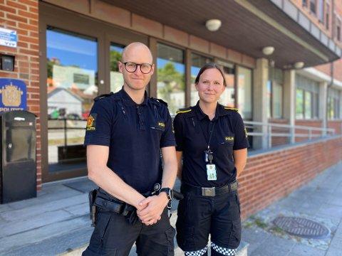 PUNISHER: Kim Grønnerød og Janne Samuelsen hos forebyggende avdeling i politiet advarer mot MDMA-pillen «Punisher». Flere Halden-ungdommer har fått overdoser med innleggelse den siste tiden.