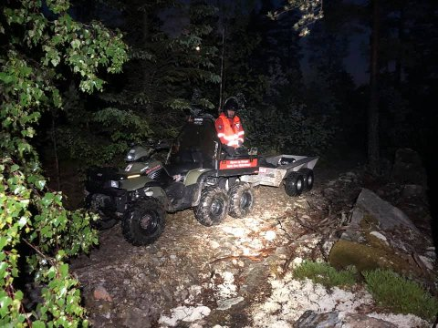 ULENDT TERRENG: Letaksjonen foregikk i vanskelig terreng i området rundt Bakke gård. Letemannskapene brukte blant annet firhjulinger i søket.