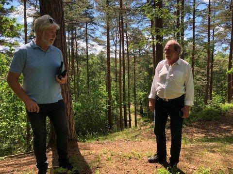 GIR IKKE OPP: Leder Tron Grandal (tv) i TTIF sier de skal søke på nytt. Her er han sammen med Svein Norheim ved Skansen i Vadet hvor frisbeegolfbanen er under bygging. Arkiv. Foto: Hanne Eriksen