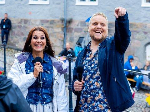 NOK EN SESONG:   Katrine Moholt og Stian Thorbjørnsen blir å se sammen som programledere i Alllsang på Grensen til sommeren.