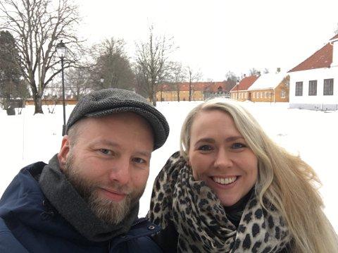 NY REKTOR PÅ KONGEVEIEN SKOLE: Arne Sandnes Larsen (t.v) ser frem til å møte ansatte og elever på Kongeveien skole når han er på plass senest 1. oktober. Kona Hilde og barna flytter med fra Bodø til Halden.