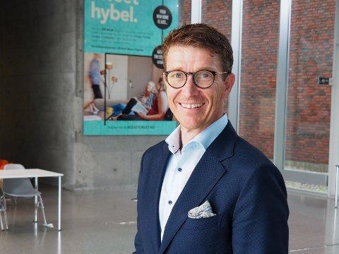 MER DIGITAL: Informasjonssjef Tore Petter Engen forteller om en studiehverdag som vil bli mer digital enn normalt for studentene ved Høgskolen i Østfold.