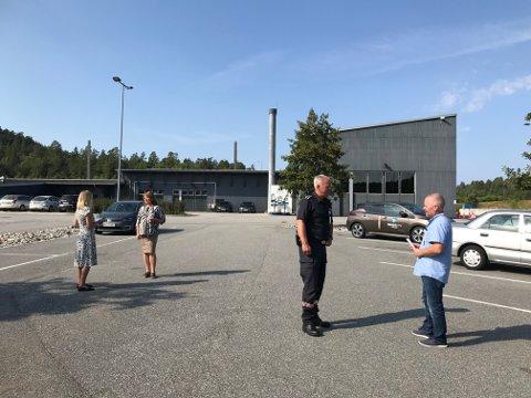 NY TESTSTASJON: Her på parkeringsplassen ved tollstasjonen på Svinesund skal den nye teststasjonen etableres.