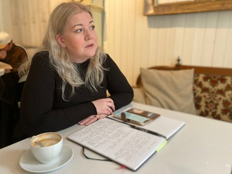 Leder i Halden KFU, Gry Antonsen, utfordrer politikerne. Hun mener de må være mye tydeligere i skolepolitikken.