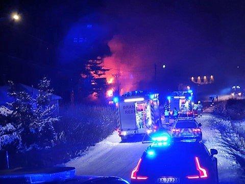 OVERTENT: Det brant i natt i en enebolig på Kornsjø. Beboeren kom seg uskadet ut av huset.