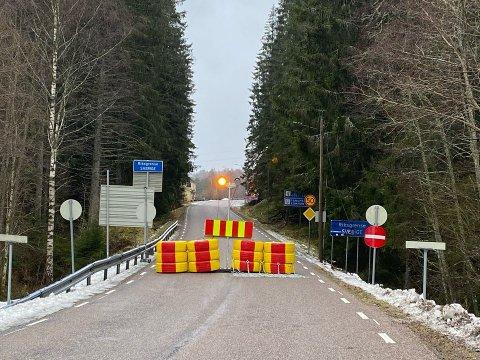 ÅPNER? ÅPNER IKKE?: Bare timer etter at noen grenseoverganger ble fysisk stengt, kom kontrabeskjeden.