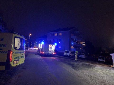 Politi og brannvesen på plass på Stangeløkka.