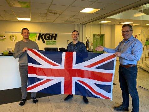 """Trioen gleder seg over at de skal ansette flere ved KGH-kontoret i Halden. F.v: Kristian Bjørgengen (avdelingsleder for """"special field"""") Christian Furubotten (påtroppende leder for team Brexit) og Thor Edquist (Key Account Manager)"""