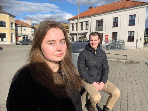 ENGASJERT: Senterungdommene Camilla Glimsdal og Lars Vegard Fosser har selv kjent på at det har vært et tøft år under pandemien. De ønsker mer fokus på barn og unges psykiske helse.