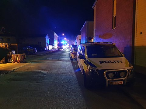 FIREMANNSBOLIG: Det brenner i en firemannsbolig i Niels Stubs gate sent onsdag kveld.