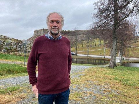Festningsforvalter Morten Kjølbo har ikke fullmakt til å forhandle med leietagerne i festningen om redusert husleie. Han henviser til Forsvarsbygg nasjonalt.