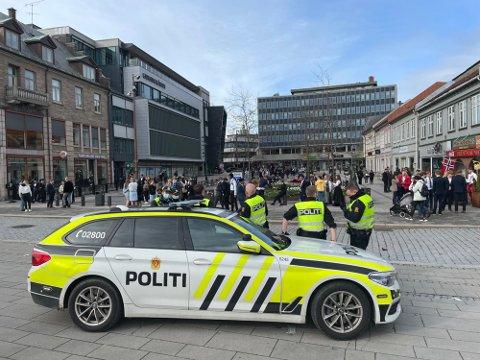 Politet har beredskap på Stortorvet og Fiskebrygga i Fredrikstad sentrum.