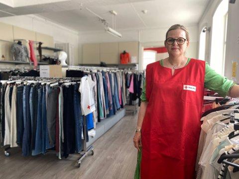Janne Skontorp Offerdal syns det er vemodig at butikken skal legges ned. Hun håper mange kommer innom de siste dagene før de skal stenge.