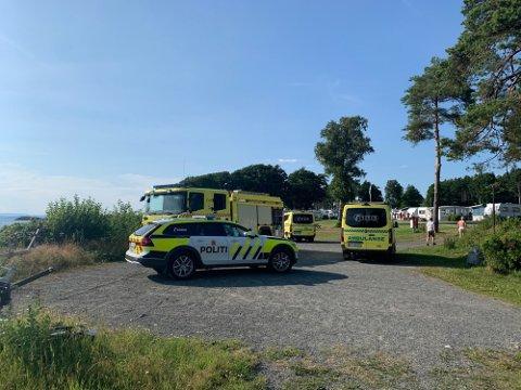 Politi, ambulanse og et Sea King-redningshelikopter er ved Fuglevik camping i Moss etter en drukningsulykke.