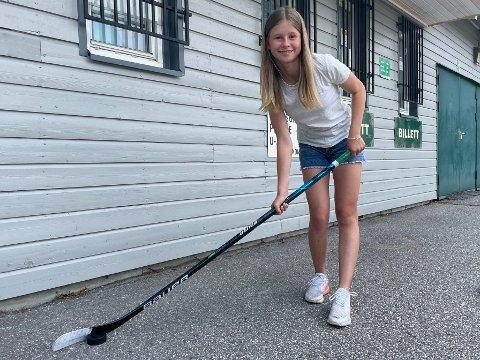Landslagsklar: 14-åringen Tilde Simensen er tatt ut på JU16-landslaget. Her på utsiden av Halden Ishall - hennes andre hjem.