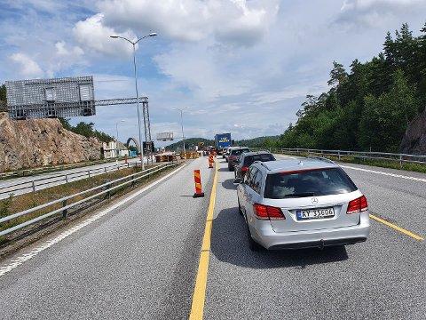 KØ: Her startet køen på E6 ved 11.40-tiden mandag - like før starten av den nye Svinesundsbroen på svensk side.