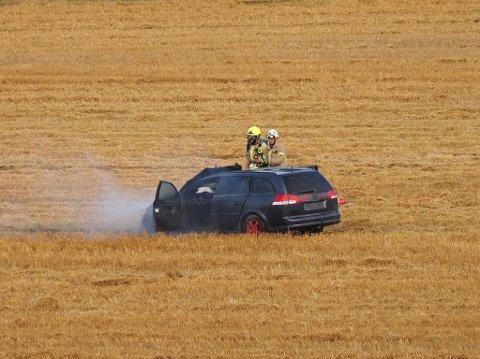 Søndag ettermiddag tok det fyr i en jordebil i Gaulinveien ved Røsneskilen.